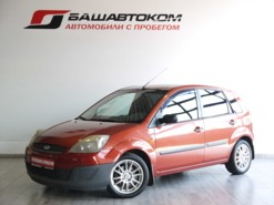 Ford Fiesta 2007 г. (красный)