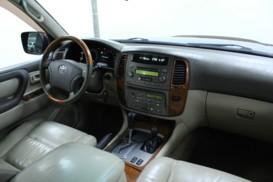 Toyota Land Cruiser 2004 г. (черный)