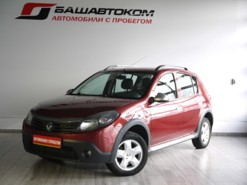 Renault Sandero Stepway 2012 г. (красный)